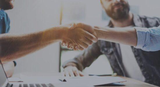 Colaboración empresarial (2) oscuro